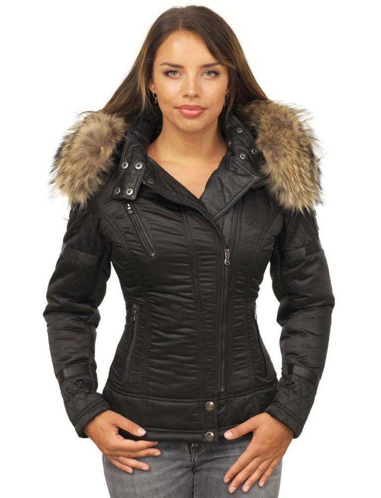 versano-dames-winterjas-met-bontkraag-Farri-zwart-voorkant-model